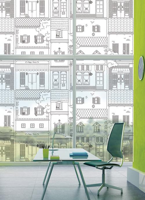 hus i gater med hvitt trykk m248nster til vinduer